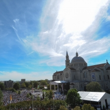Thousands Gathered in the University Mall for the Papal Mass