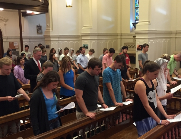 Students Practice Spanish Mass Responses Prior to Papal Visit